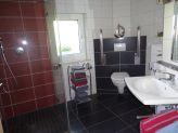 Badezimmer-mit-ebenerdiger-Dusche